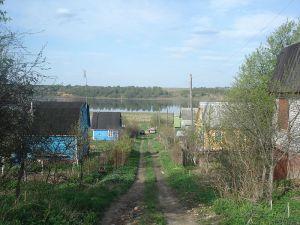 800px-Dachas_on_the_Volga
